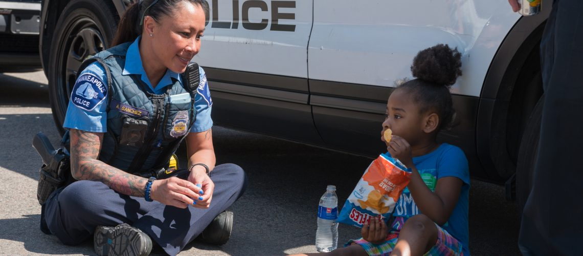 FEMALE OFFICER WITH CHILD SM